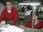 Alumnos analizan Huesos