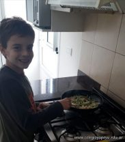 Santi cocinando (1)